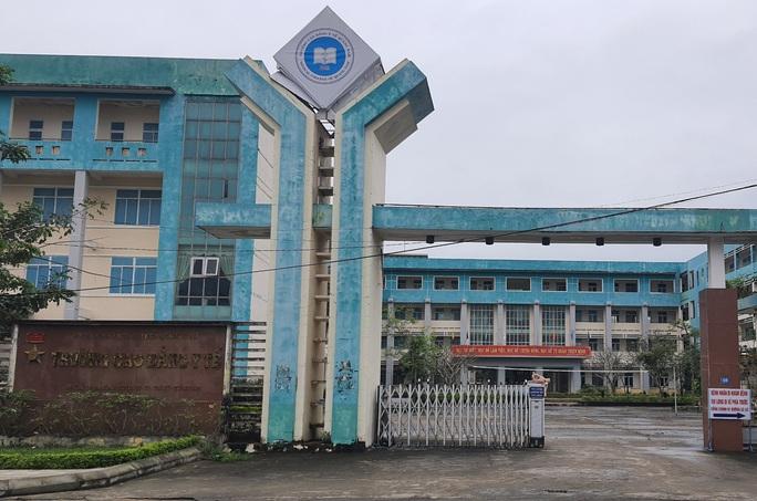 Giảng viên ở Quảng Nam bị kỷ luật vì vòi tiền sinh viên nước ngoài - Ảnh 1.