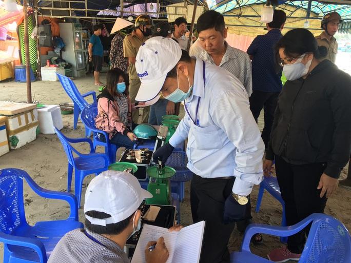 Lập điểm cân đối chứng chống buôn bán gian lận hải sản  tại Bình Thuận - Ảnh 1.