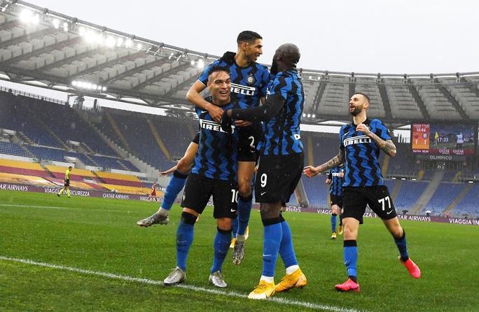 Chiêm ngưỡng 4 siêu phẩm ở trận cầu tâm điểm vòng 17 Serie A - Ảnh 4.