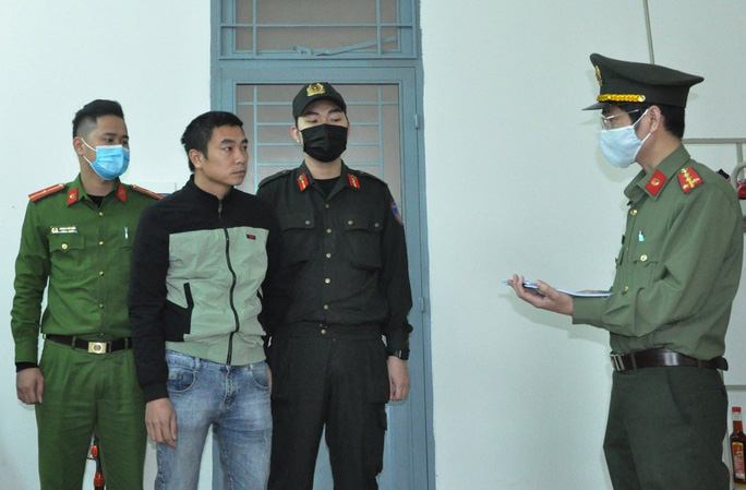 Đà Nẵng: Bắt giam 2 tài xế nhận chở người Trung Quốc nhập cảnh trái phép - Ảnh 1.