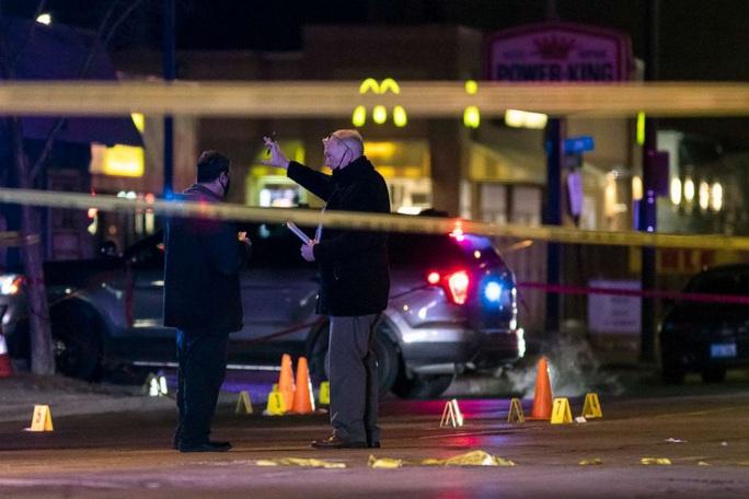 Nổ súng đẫm máu suốt nhiều giờ ở Chicago, 4 người thiệt mạng - Ảnh 2.