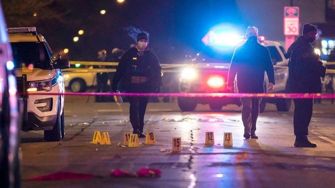 Nổ súng đẫm máu suốt nhiều giờ ở Chicago, 4 người thiệt mạng - Ảnh 3.