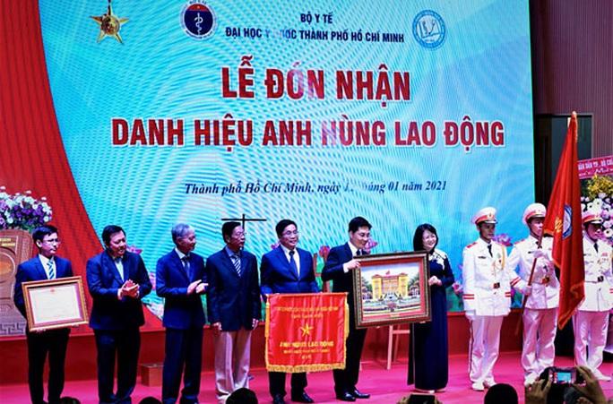Trường ĐH Y Dược TP HCM nhận danh hiệu Anh hùng Lao động - Ảnh 1.