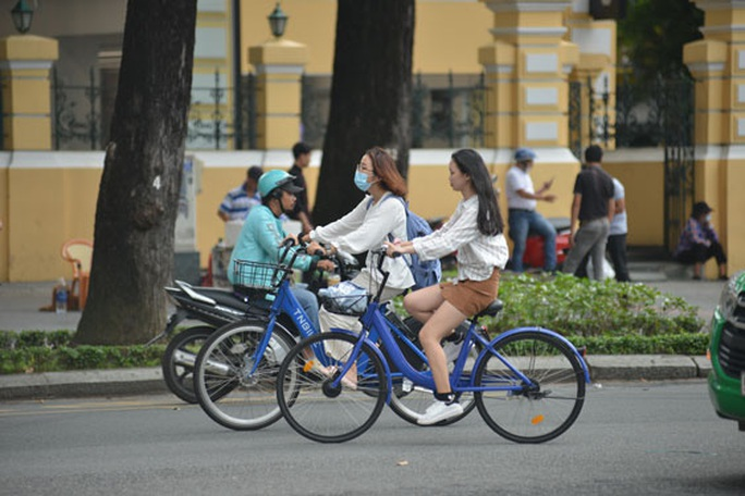 Xe đạp công cộng: Thích thú và... băn khoăn! - Ảnh 1.