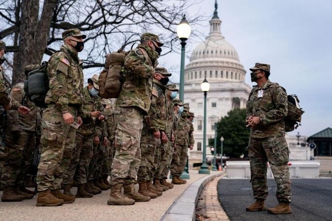 Lính Mỹ rầm rập đến Washington, Lầu Năm Góc lo những kịch bản khủng nhất - Ảnh 1.