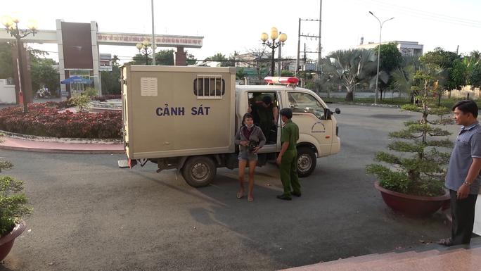 CLIP: Bắt giữ thanh niên xăm trổ và bạn gái chuyên trộm xe máy liên tỉnh - Ảnh 2.