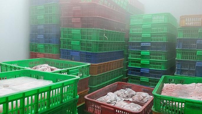 Cơ sở thực phẩm mua hơn 5 tấn lá lách bò, sụn gà... nhưng không có tờ giấy chứng nhận nào - Ảnh 2.