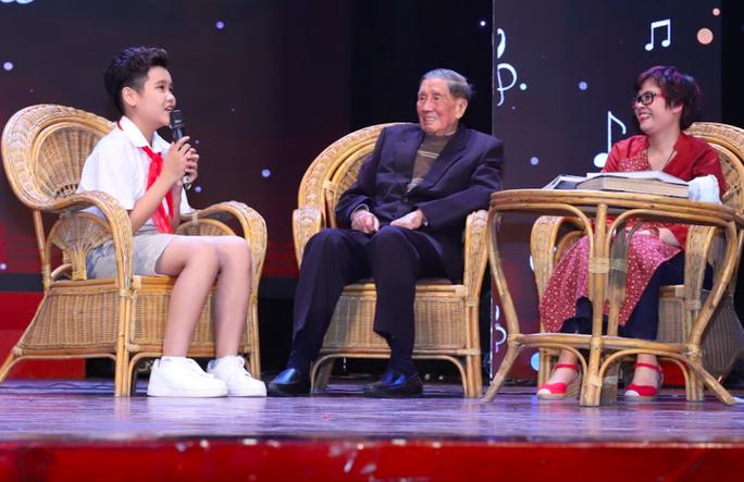 Nhạc sĩ Phạm Tuyên xúc động trong đêm nhạc mừng sinh nhật tuổi 91 - Ảnh 1.