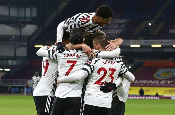 Paul Pogba lập công, Man United độc chiếm đỉnh bảng Ngoại hạng Anh - Ảnh 9.