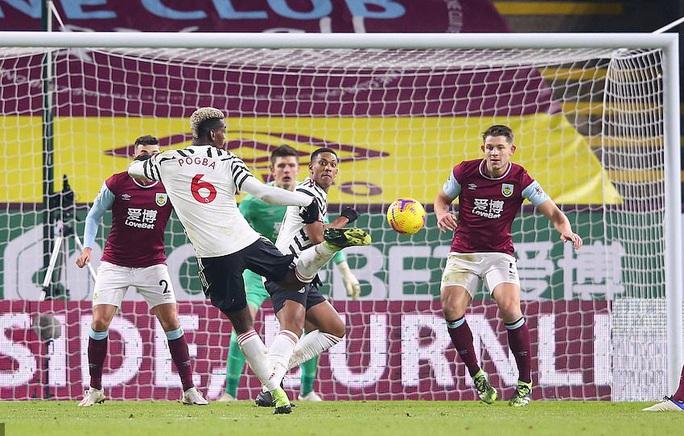 Paul Pogba lập công, Man United độc chiếm đỉnh bảng Ngoại hạng Anh - Ảnh 6.