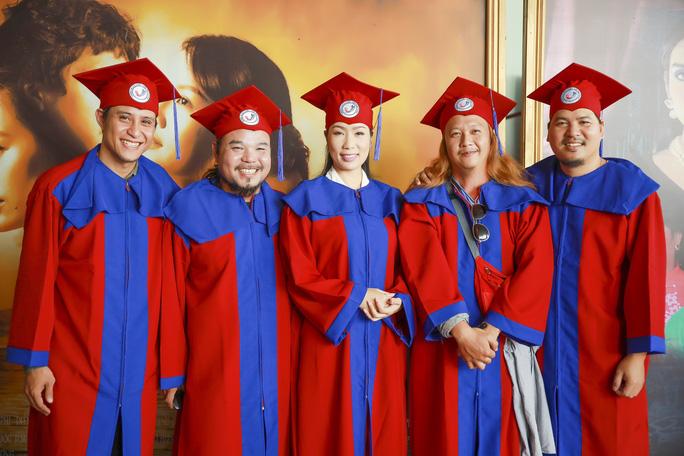 NSƯT Trịnh Kim Chi hạnh phúc khi nhận bằng tốt nghiệp đạo diễn điện ảnh truyền hình - Ảnh 3.