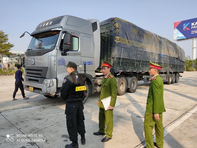 Triệt phá đường dây vận chuyển hàng lậu từ Trung Quốc với số lượng khủng - Ảnh 3.