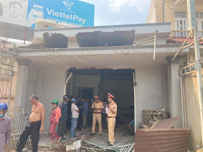 CLIP: Kinh hoàng xe tải lao thẳng vào nhà dân ở Đồng Nai - Ảnh 9.