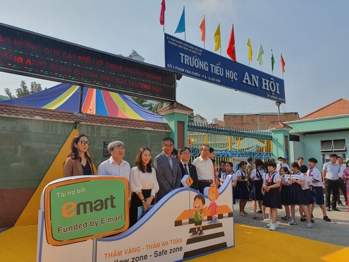 TP HCM thí điểm Thảm vàng an toàn của Hàn Quốc - Ảnh 1.