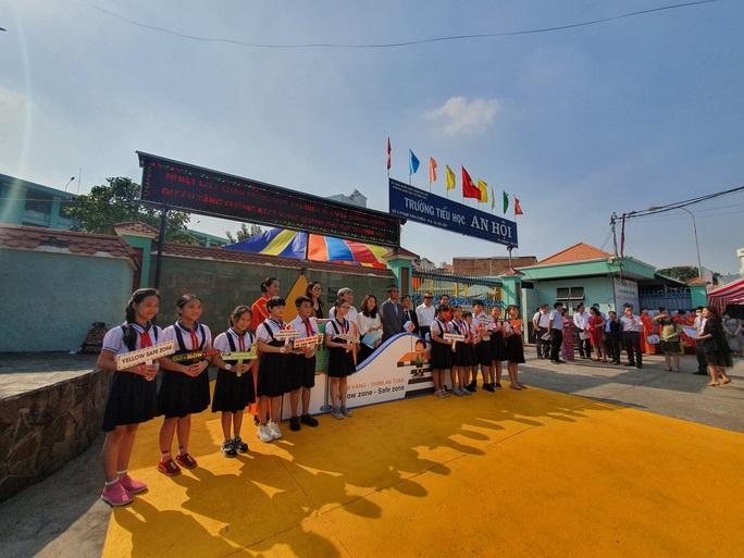 TP HCM thí điểm Thảm vàng an toàn của Hàn Quốc - Ảnh 2.
