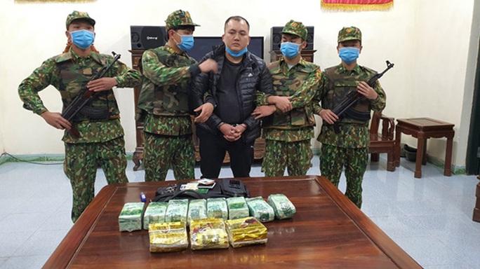 Bị bắt khi vận chuyển số ma túy trị giá 6 tỉ đồng - Ảnh 1.