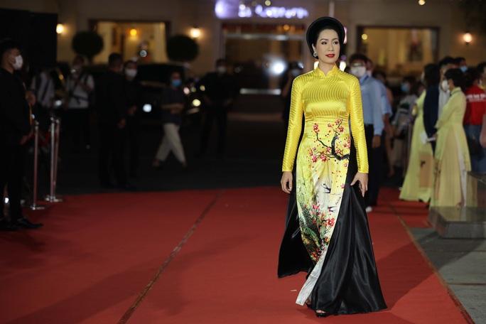 Hoài Linh, Jack, Phương Anh, Ngô Kiến Huy khuấy động thảm đỏ Mai Vàng 26-2020 - Ảnh 16.