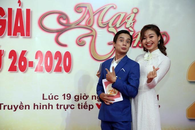 Hoài Linh, Jack, Phương Anh, Ngô Kiến Huy khuấy động thảm đỏ Mai Vàng 26-2020 - Ảnh 2.