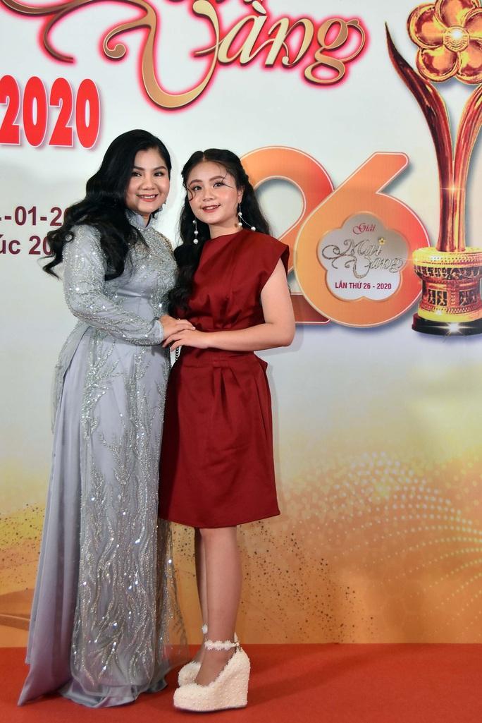 Hoài Linh, Jack, Phương Anh, Ngô Kiến Huy khuấy động thảm đỏ Mai Vàng 26-2020 - Ảnh 10.