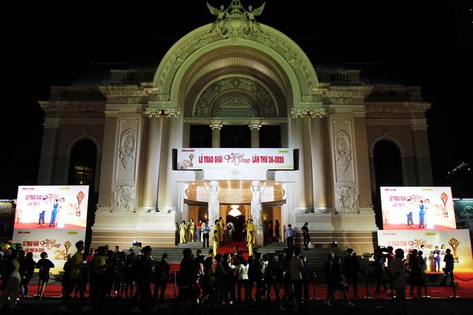 Hoài Linh, Jack, Phương Anh, Ngô Kiến Huy khuấy động thảm đỏ Mai Vàng 26-2020 - Ảnh 1.