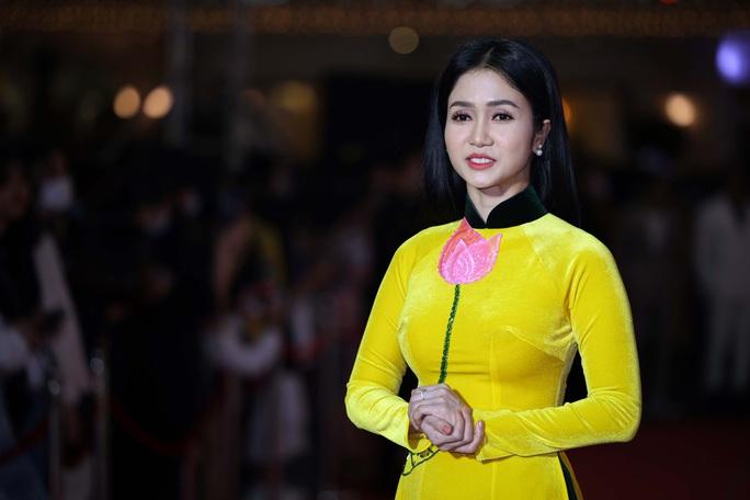 Hoài Linh, Jack, Phương Anh, Ngô Kiến Huy khuấy động thảm đỏ Mai Vàng 26-2020 - Ảnh 23.
