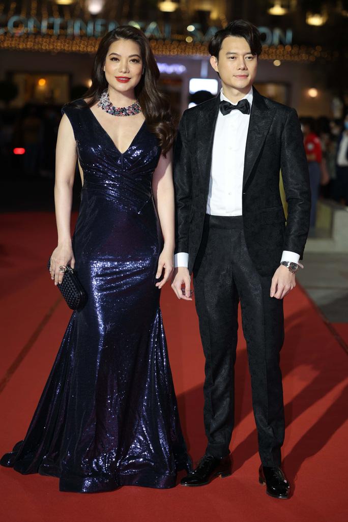Minh Hằng, Quỳnh Lam khoe vai trần gợi cảm trên thảm đỏ Mai Vàng 2020 - Ảnh 4.