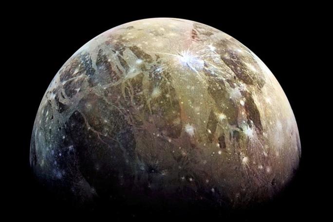 Sốc: tàu vũ trụ bắt được tín hiệu radio lạ từ mặt trăng Sao Mộc - Ảnh 1.