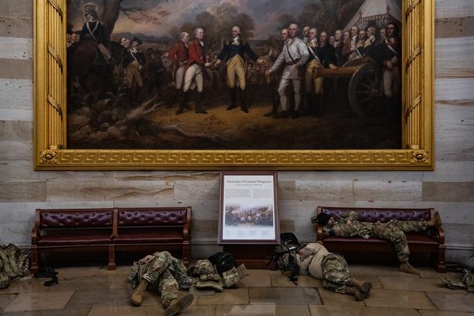 Vệ binh Quốc gia tại điện Capitol được trang bị vũ khí sát thương - Ảnh 2.