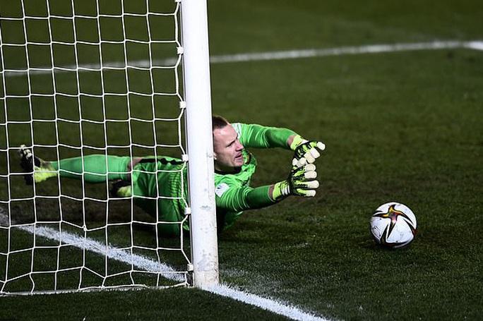 Thắng luân lưu nghẹt thở, Barcelona vào chung kết Siêu cúp Tây Ban Nha - Ảnh 7.
