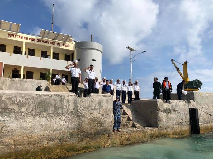 Cuộc thi viết về chủ quyền: Đồng lòng bảo vệ biển, đảo - Ảnh 1.