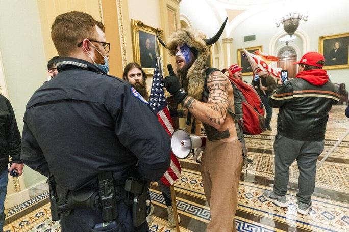 Mỹ công bố âm mưu của những kẻ bạo loạn Điện Capitol - Ảnh 1.