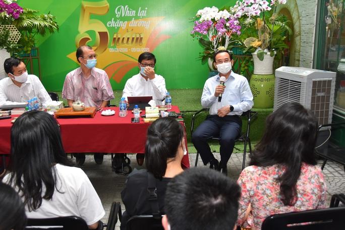 Bí thư Thành ủy TP HCM Nguyễn Văn Nên ấn tượng với Đường sách thành phố - Ảnh 5.