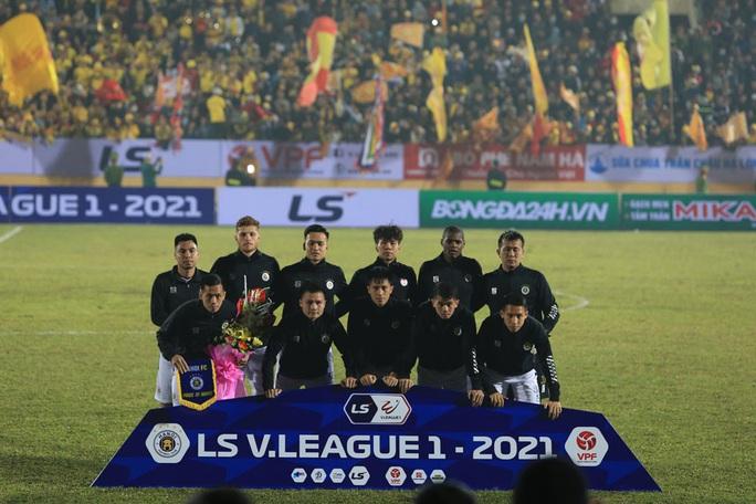 Hà Nội FC thất bại nặng nề ngày ra quân V-League 2021 - Ảnh 1.