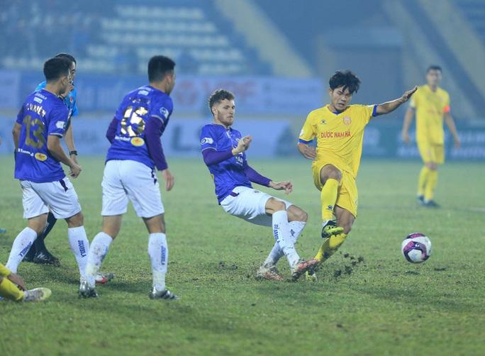 Hà Nội FC thất bại nặng nề ngày ra quân V-League 2021 - Ảnh 3.