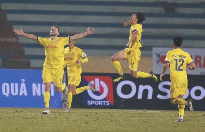 Hà Nội FC thất bại nặng nề ngày ra quân V-League 2021 - Ảnh 6.