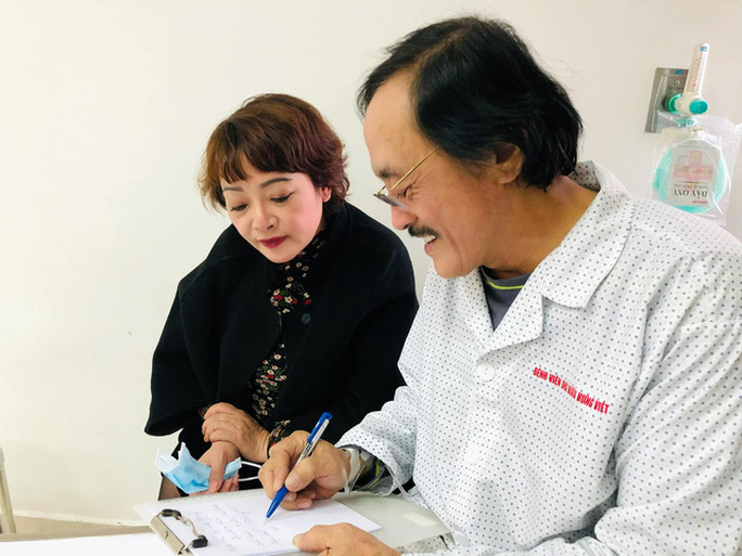 Nghệ sĩ Giang còi nhập viện vì nghi có khối u ở họng - Ảnh 1.