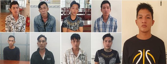CLIP: 1 người chết, 9 kẻ bị bắt vì… nữ tiếp viên quán nhậu - Ảnh 2.