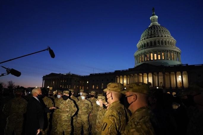 Cận cảnh Washington kín như bưng sát lễ nhậm chức của ông Biden - Ảnh 9.