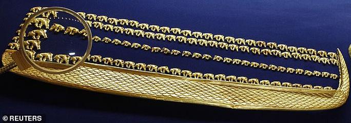 Kinh ngạc đôi nam nữ trở về từ mộ cổ đầy vàng 2.600 năm - Ảnh 3.