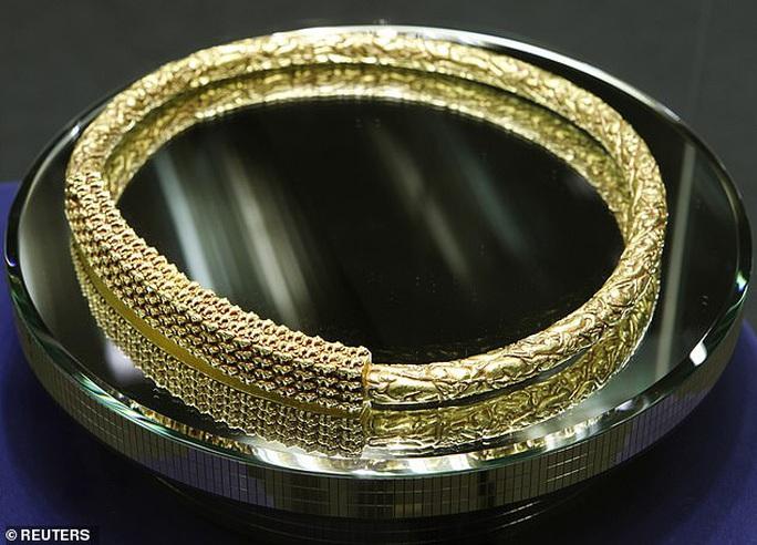 Kinh ngạc đôi nam nữ trở về từ mộ cổ đầy vàng 2.600 năm - Ảnh 2.