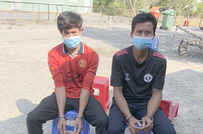 Bắt giam 2 người Campuchia tổ chức nhập cảnh trái phép - Ảnh 1.