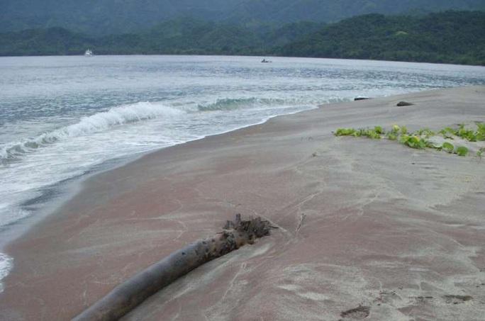 Cát ngọc hồng lựu tiết lộ hòn đảo bị Trái Đất nuốt chửng rồi nhả ra - Ảnh 1.
