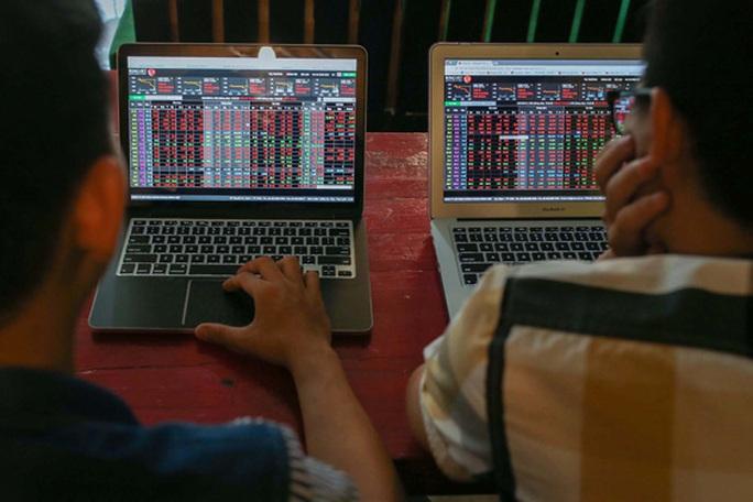 HoSE lại nghẽn lệnh, nhà đầu tư bức xúc vì không mua được cổ phiếu rẻ - Ảnh 1.