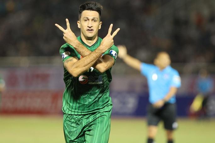 HLV Kiatisak nhận trận thua đầu tiên khi dẫn dắt HAGL tại V-League 2021 - Ảnh 4.