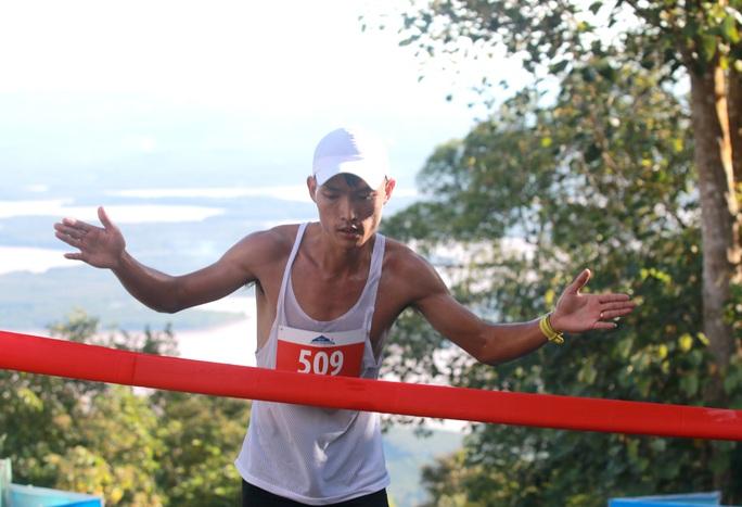 Nhà vô địch leo núi hạ sơn đăng quang Marathon TP HCM - Ảnh 5.