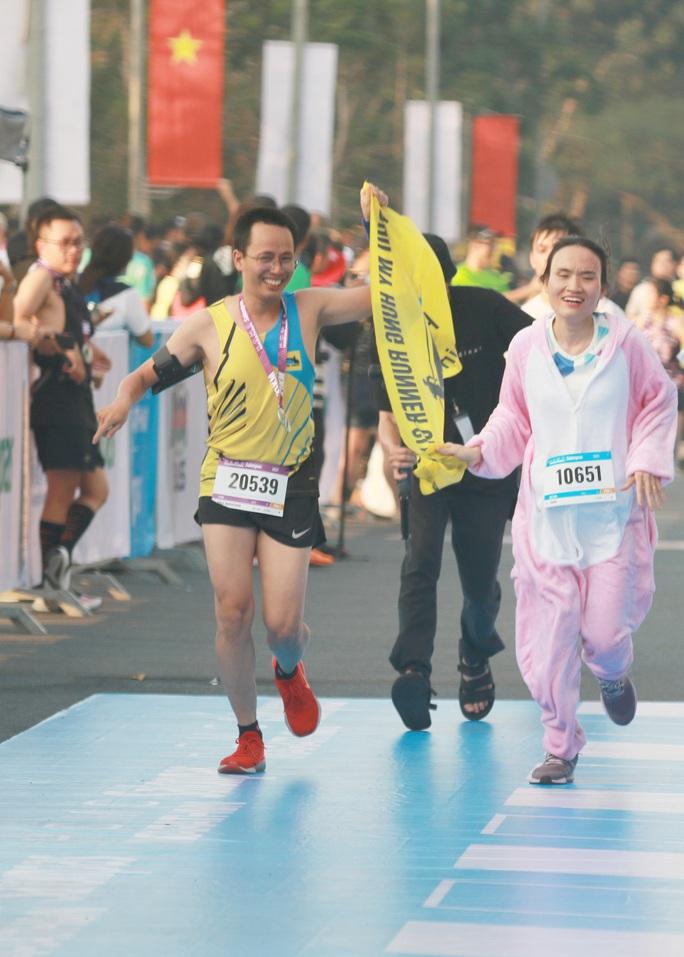 Nhà vô địch leo núi hạ sơn đăng quang Marathon TP HCM - Ảnh 6.