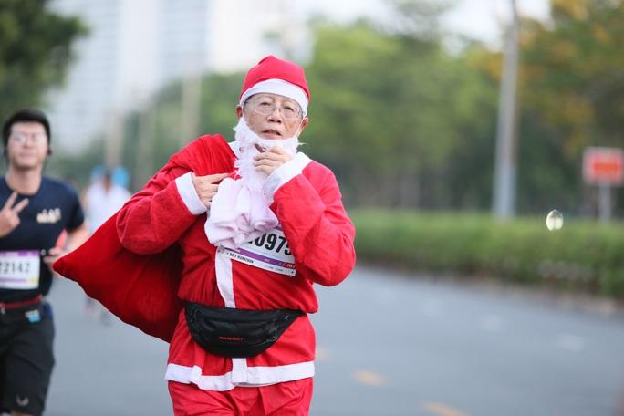 Nhà vô địch leo núi hạ sơn đăng quang Marathon TP HCM - Ảnh 2.
