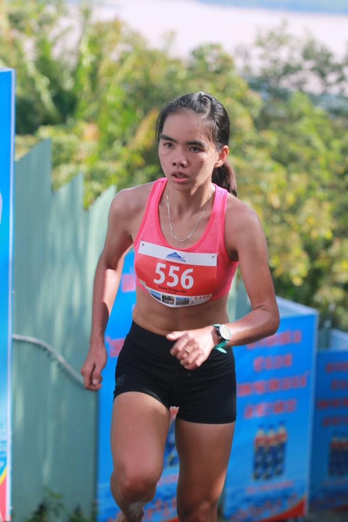Nhà vô địch leo núi hạ sơn đăng quang Marathon TP HCM - Ảnh 4.