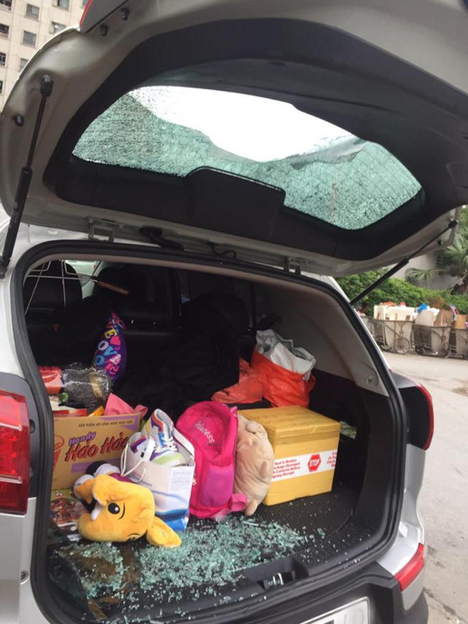 Điều tra vụ ôtô của cư dân nghi bị đập phá vì không gửi vào bãi - Ảnh 2.