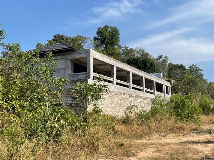 CLIP: Biệt thự khủng xây trên đất quốc phòng của giám đốc vừa bị bắt về hành vi lừa đảo - Ảnh 4.